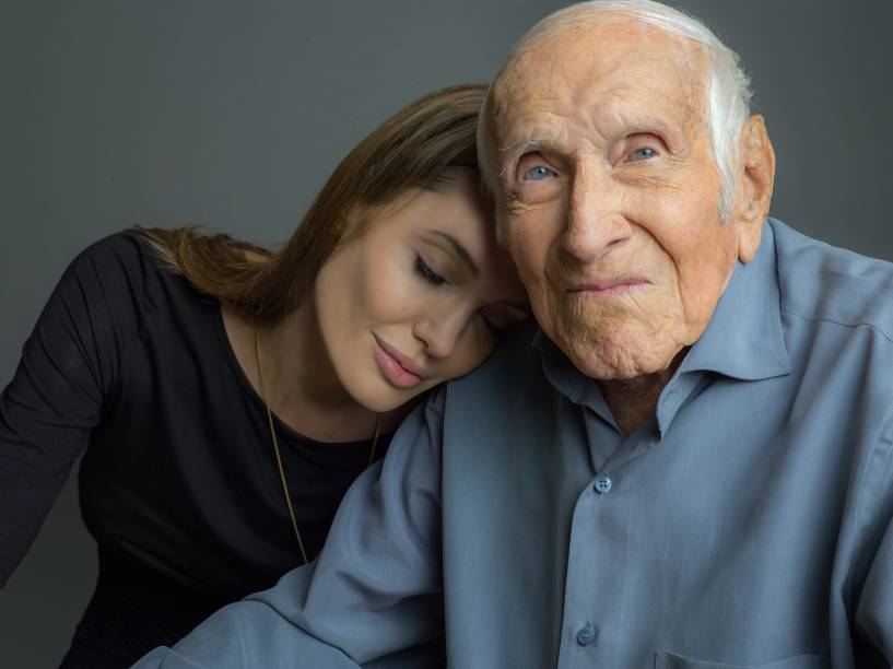 Angelina Jolie e Loius Zamperini nos bastidores do longa Invencível, rodado pela Universal Pictures