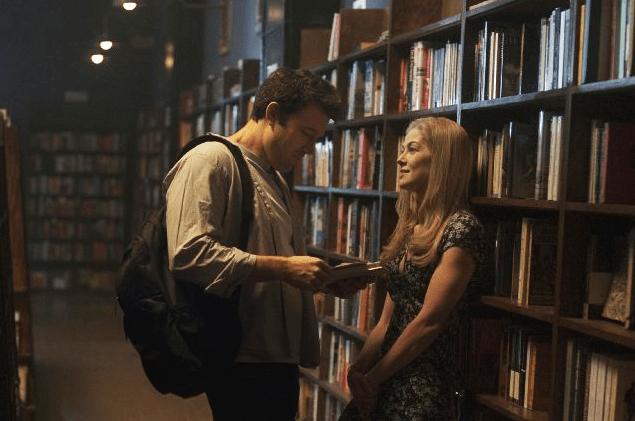 Ben Affleck (Nick Dunne) e Rosamund Pike (Amy Dunne) no filme Garota Exemplar