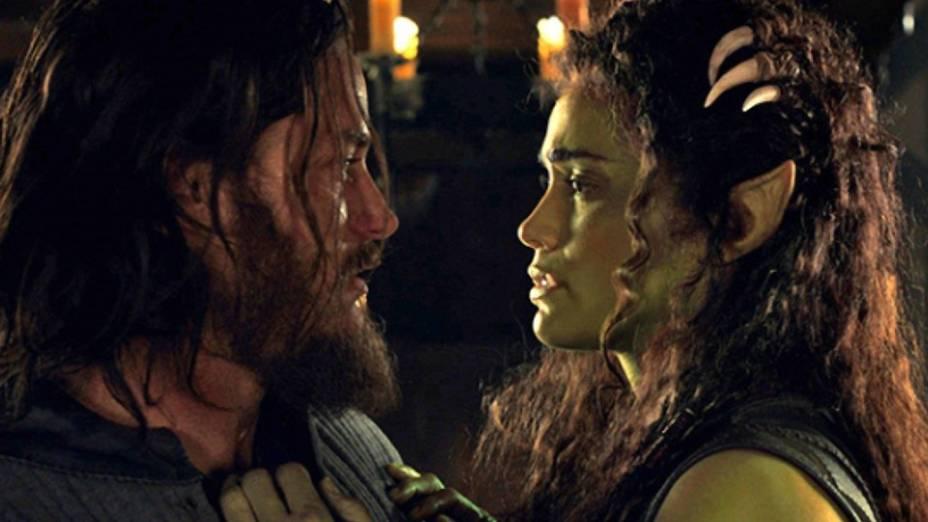 Lothar (Travis Fimmel) e Garona (Paula Patton) no filme Warcraft - O Primeiro Encontro de Dois Mundos