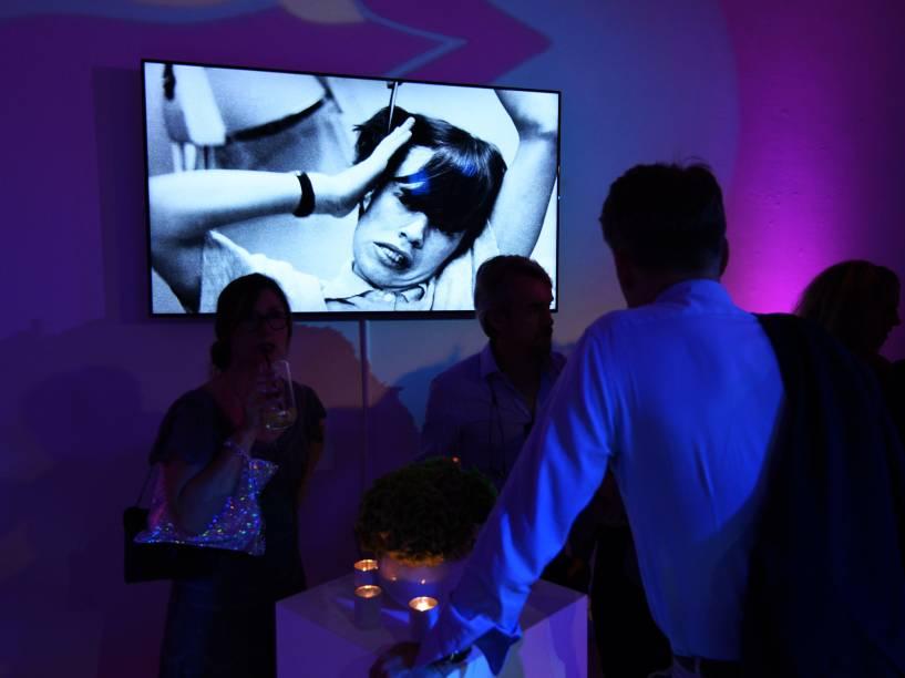 Público comparece à abertura da Exhibitionism: Rolling Stones, exposição que homenageia a banda britânica e ficará em cartaz até setembro