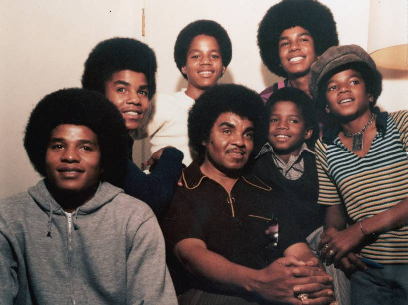 Os irmãos Jackson junto com o pai Joseph em 1971