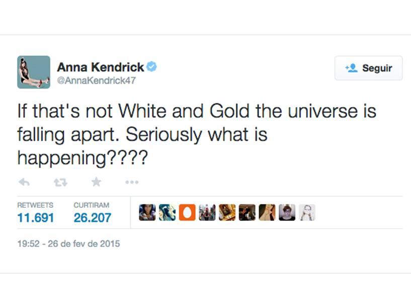 Anna Kendrick no Twitter: Se isso não é branco e dourado, o universo está se desfazendo. Sério, o que está acontecendo?