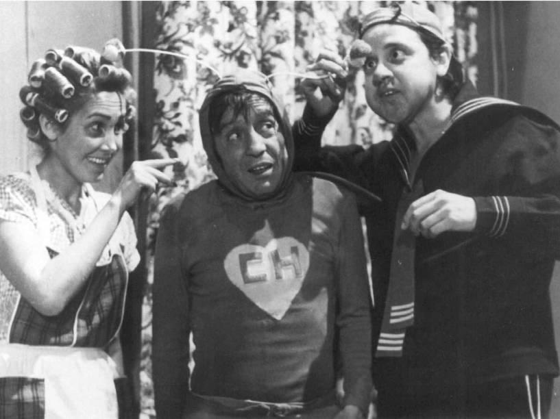 Florinda Meza, Roberto Gómez Bolaños e Carlos Villagrán no seriado Chaves, exibido pelo SBT