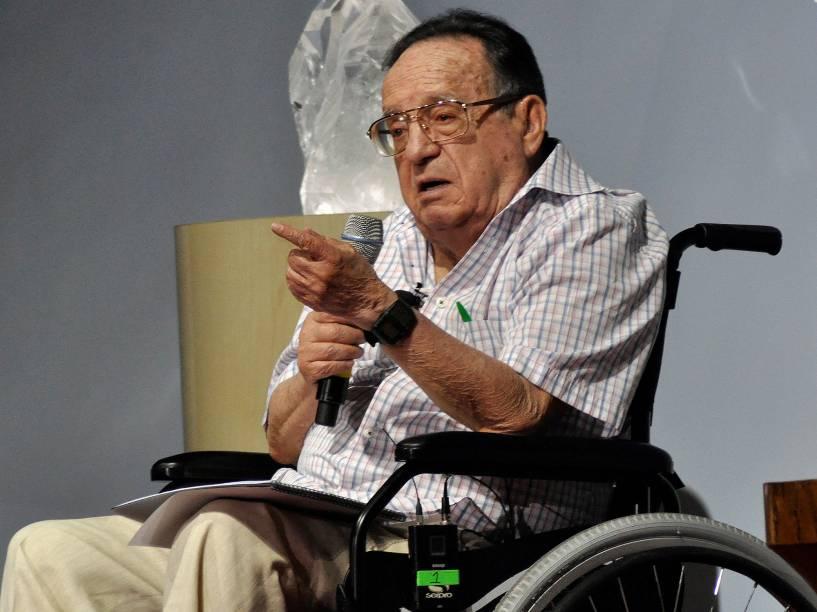Roberto Gómez Bolaños, já debilitado em uma cadeira de rodas, durante evento em 2011