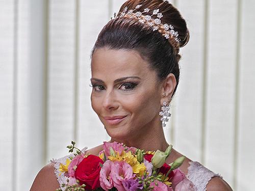 Naná (Viviane Araújo) vestida como noiva em Império