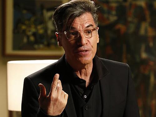 O personagem Téo Pereira, interpretado por Paulo Betti, em cena da novela Império
