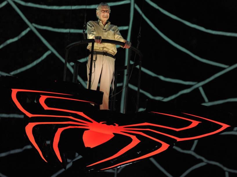 """Stan Lee recebe premiação na categoria """"Comic-Con Icon"""" no evento Scream Awards, em 2009"""