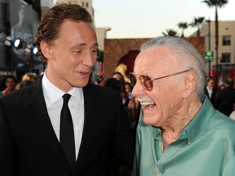 Escritor Stan Lee e ator Tom Hiddleston são fotografados na estreia do filme Thor, da Marvel, em 2011