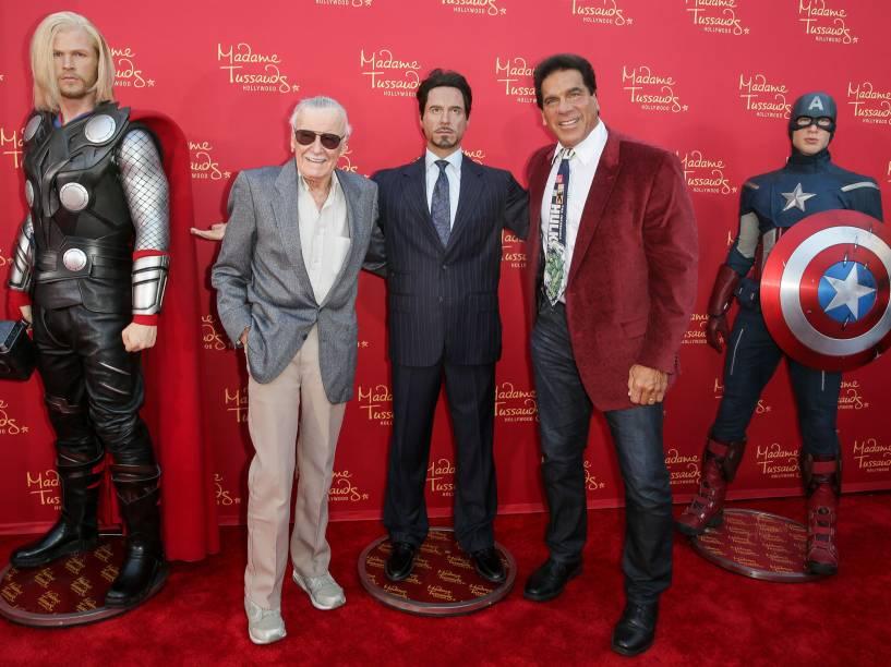 Stan Lee ao lado de personagens criadas ao longo de sua carreira, recriadas no Museu de cera Madame Tussauds, em Hollywood