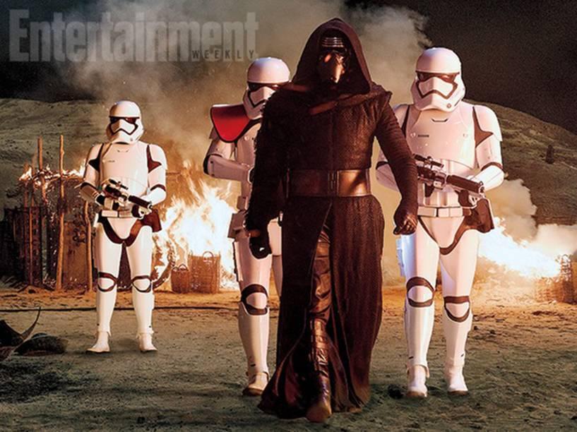 O vilão Kylo Ren (Adam Driver), acompanhado das tropas do Império