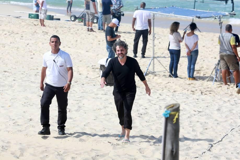 Alexandre Nero e Marina Ruy Barbosa gravam cenas da novela Império, na praia da Reserva, no Rio de Janeiro