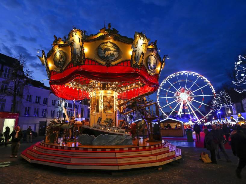 Vista geral do tradicional mercado de Natal em Bruxelas, na Bégica
