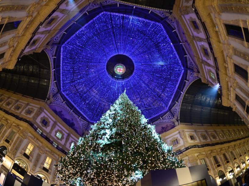 Àrvore de Natal é a atração da galeria Vittorio Emanuele em Milão, na Itália