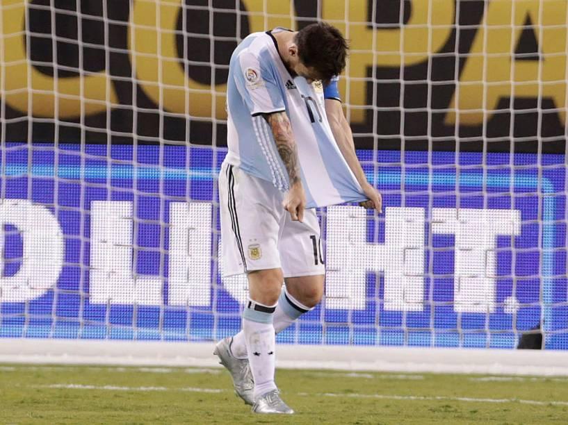 Lionel Messi lamenta por perder pênalti para a seleção da Argentina contra o Chile, pela Copa América - 26/06/2016