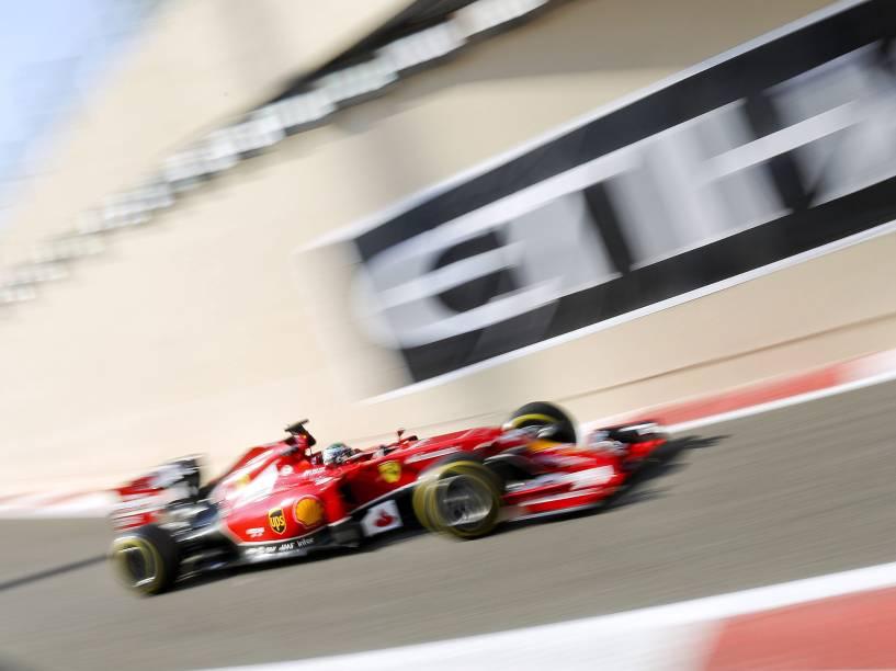 Fernando Alonso da Ferrari, durante treino livre para Grande Prêmio de Abu Dhabi