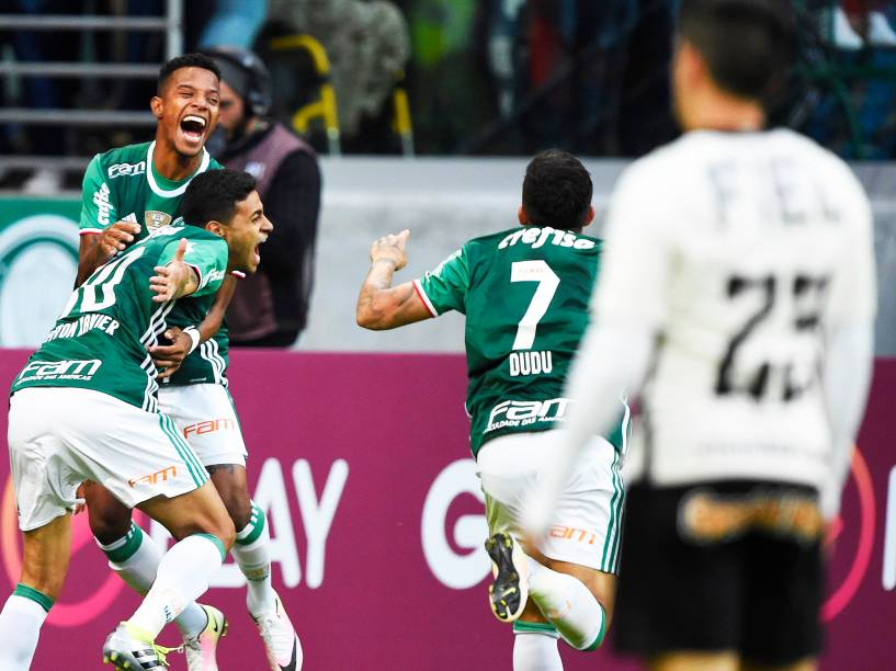 Cleiton Xavier abre o placar para o Palmeiras, em partida contra o Corinthians, válida pela 7ª rodada do Campeonato Brasileiro, realizada em São Paulo (SP) - 12/06/2016