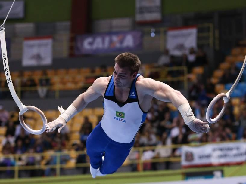 Arthur Zanetti se apresenta nas eliminatórias das argolas durante a etapa de São Paulo da Copa do Mundo de ginástica no Ibirapuera