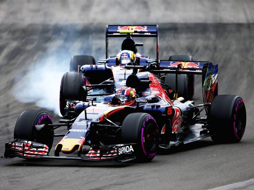 O piloto Daniil Kvyat disputa posição com Carlos Sainz, durante  o Grande Prêmio do Canadá de Fórmula 1, realizado no Circuito Gilles Villeneuve, em Montreal - 12/06/2016
