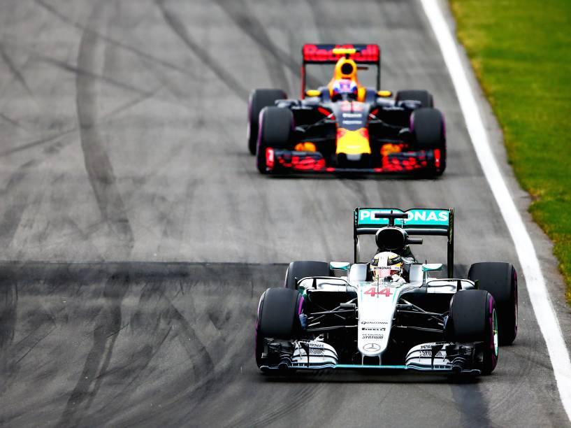 Os pilotos Lewis Hamilton e Max Verstappen, durante o Grande Prêmio do Canadá de Fórmula 1, realizado no Circuito Gilles Villeneuve, em Montreal - 12/06/2016