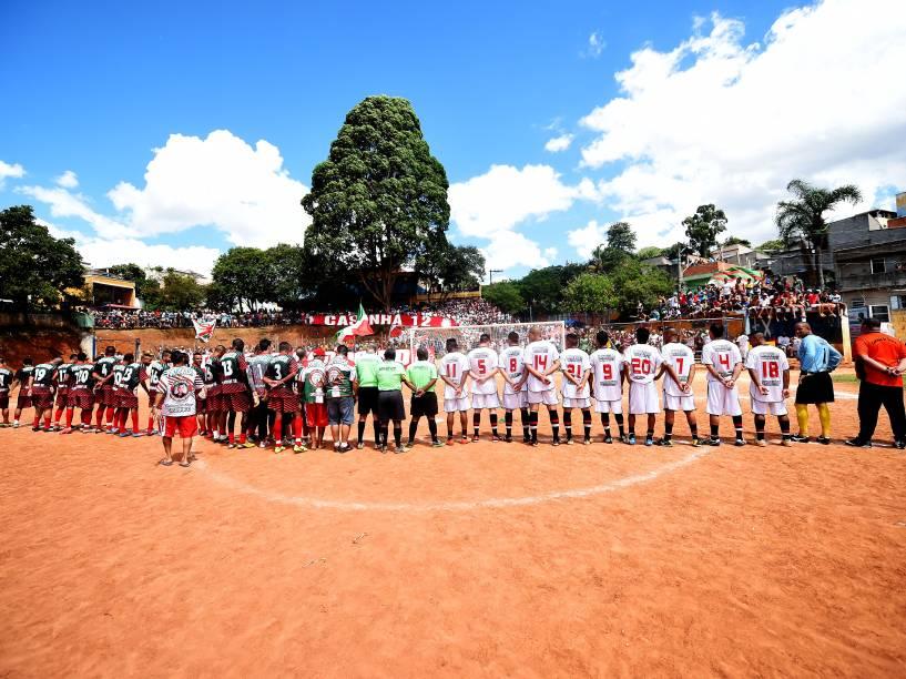 Equipes da Portuguesa e do 17 de janeiro perfiladas para a final da Copa Leidiane, disputada no CDC Jardim Planalto, em Sapopemba, zona leste de São Paulo<br><br>