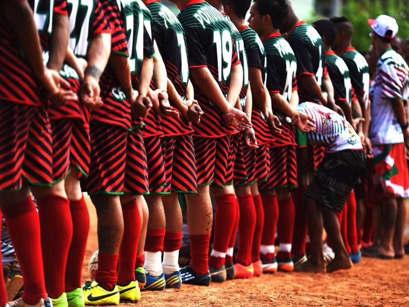 Portuguesa de Teotônio Vilela, a equipe campeã, perfilada para o hino nacional
