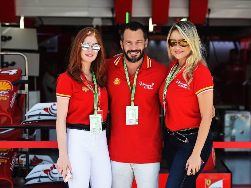 Marina Ruy Barbosa, Malvino Salvador e Ellen Roche nos bastidores do GP Brasil de Fórmula 1, em Interlagos