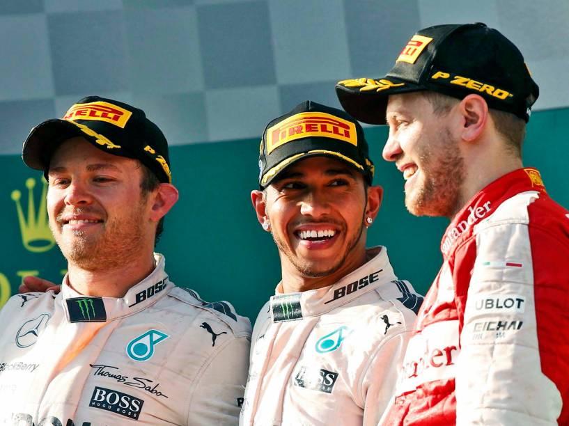 Nico Rosberg, Lewis Hamilton e Sebastiam Vettel  comemoram no pódio do GP da Austrália, em Melbourne