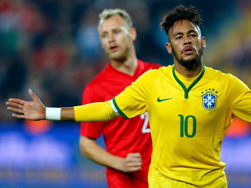 Neymar comemora gol marcado contra a Turquia, durante amistoso em Istambul