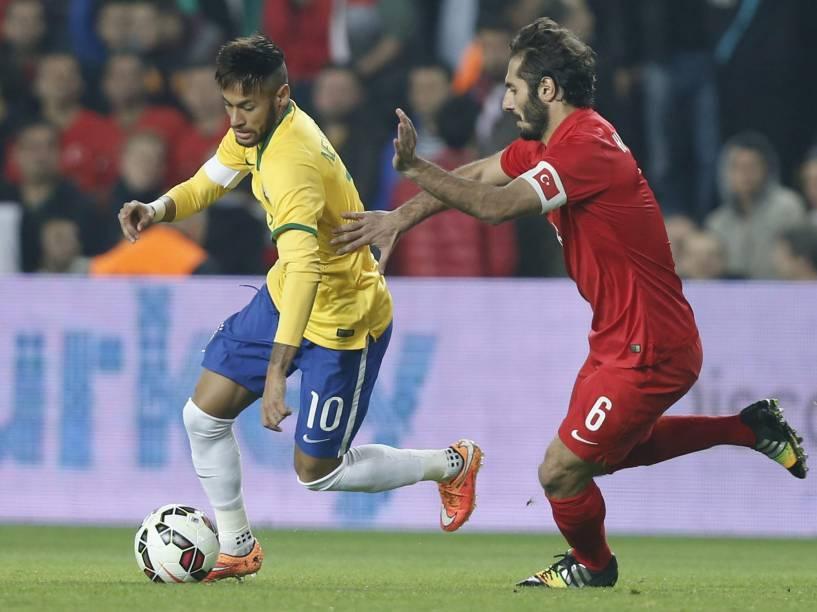Lance do amistoso entre Brasil e Turquia, em Istambul