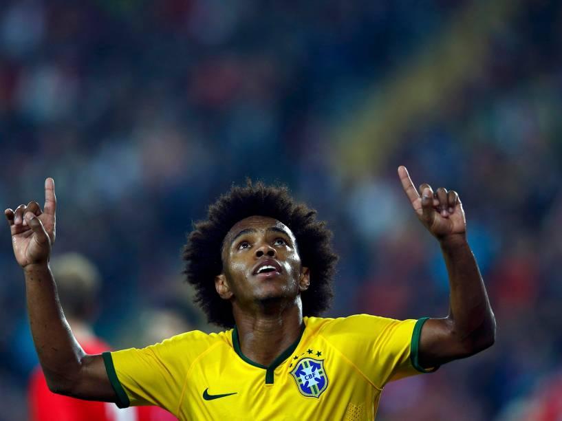 O jogador Willian, da seleção brasileira, comemora gol marcado contra a Turquia, durante amistoso em Istambul