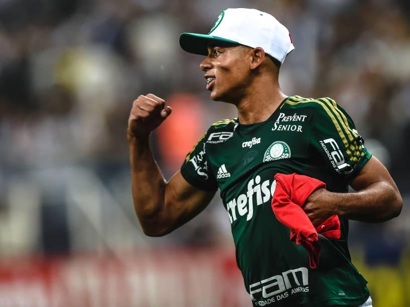 O jovem Gabriel de Jesus do Palmeiras, comemora a classificação de sua equipe após decisão por pênaltis contra o Corinthians no Itaquerão