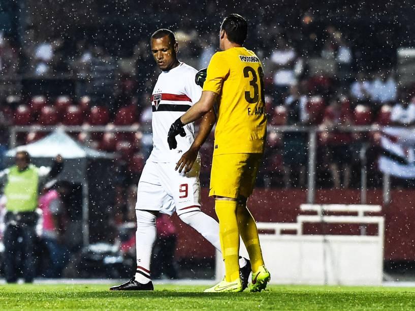 O jogador do São Paulo, Luiz Fabiano durante partida contra o Atlético Nacional pela da semifinal da Copa Sul-Americana, no estádio do Morumbi