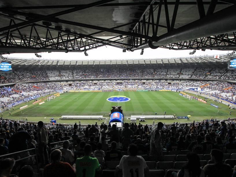 Torcedores do Cruzeiro antes da partida contra o Goiás, válida pela 36ª rodada do Campeonato Brasileiro, no estádio do Mineirão, em Belo Horizonte