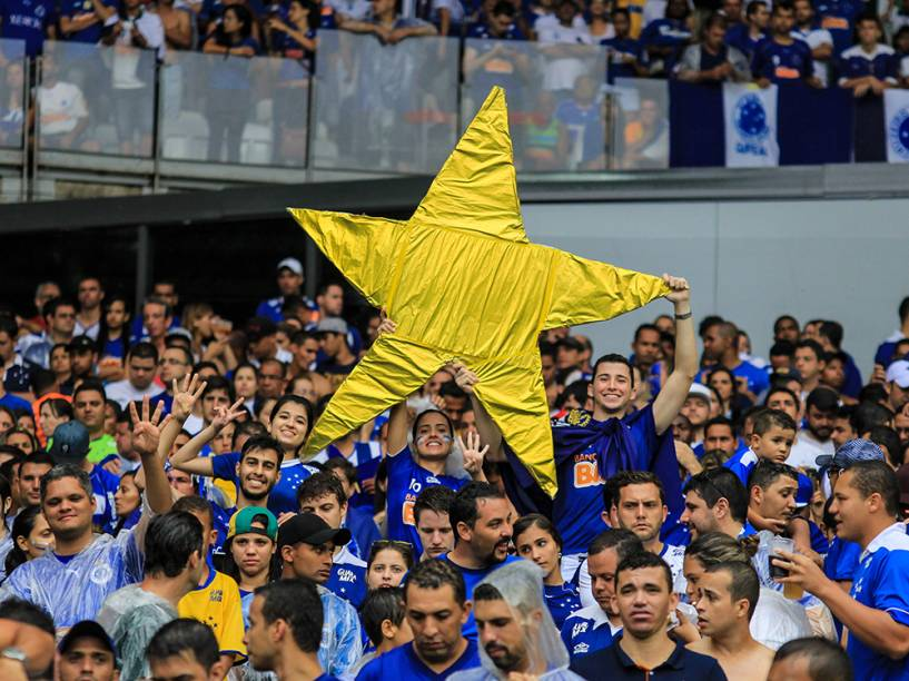 Torcedores do Cruzeiro durante partida contra o Goiás, válida pela 36ª rodada do Campeonato Brasileiro, no estádio do Mineirão, em Belo Horizonte