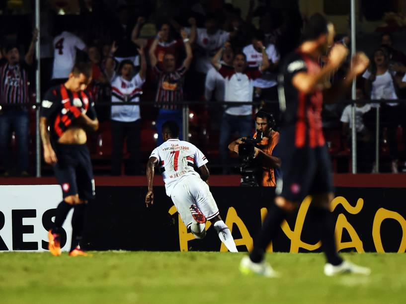 Michel Bastos comemora o gol da vitória do São Paulo contra o San Lorenzo - 18/03/2015