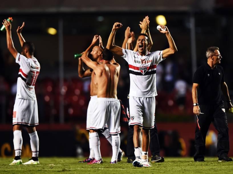 Jogadores comemoram a vitória do São Paulo sobre o San Lorenzo - 18/03/2015