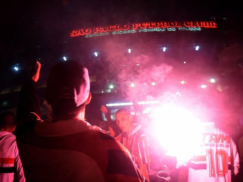 Torcida do São Paulo na chegada para a partida contra o San Lorenzo no Morumbi - 18/03/2015