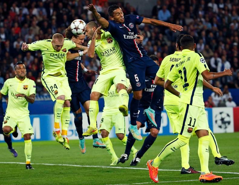 Lance durante jogo entre Barcelona e Paris Saint-Germain pela Liga dos Campeões, em Paris