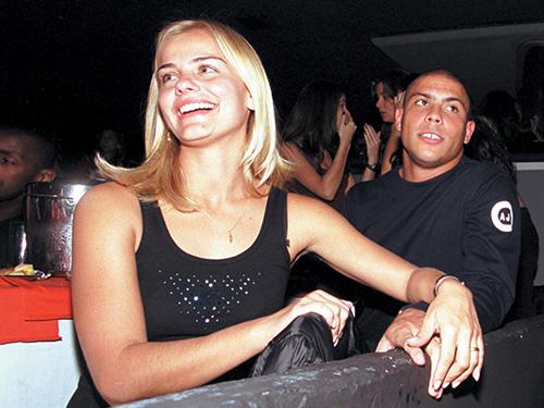Com a primeira mulher, Milene, em show de Caetano Veloso, no Rio, em 2001