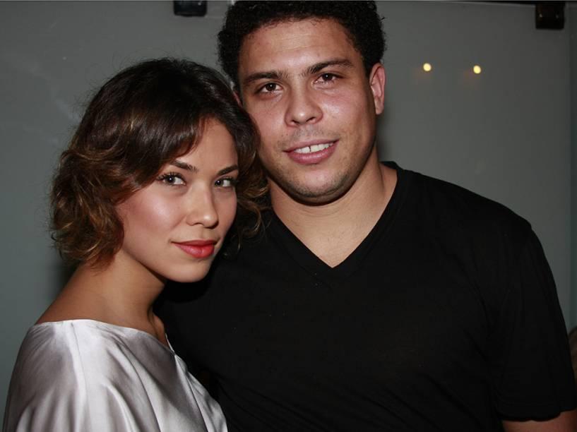 Ronaldo e Bia Antony, na festa de aniversário de Paola Oliveira, no Rio, em 2008