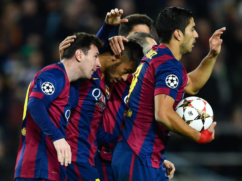 Messi, Neymar e Suárez comemoram o primeiro gol do Barcelona