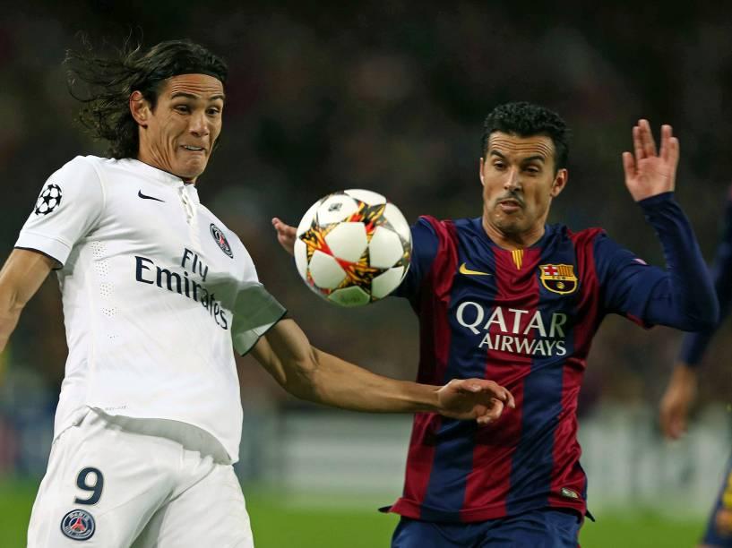 Pedro Rodriguez, em lance com Roberto Cavani, do Paris Saint-Germain
