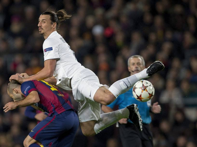 Lance da partida entre Barcelona e PSG
