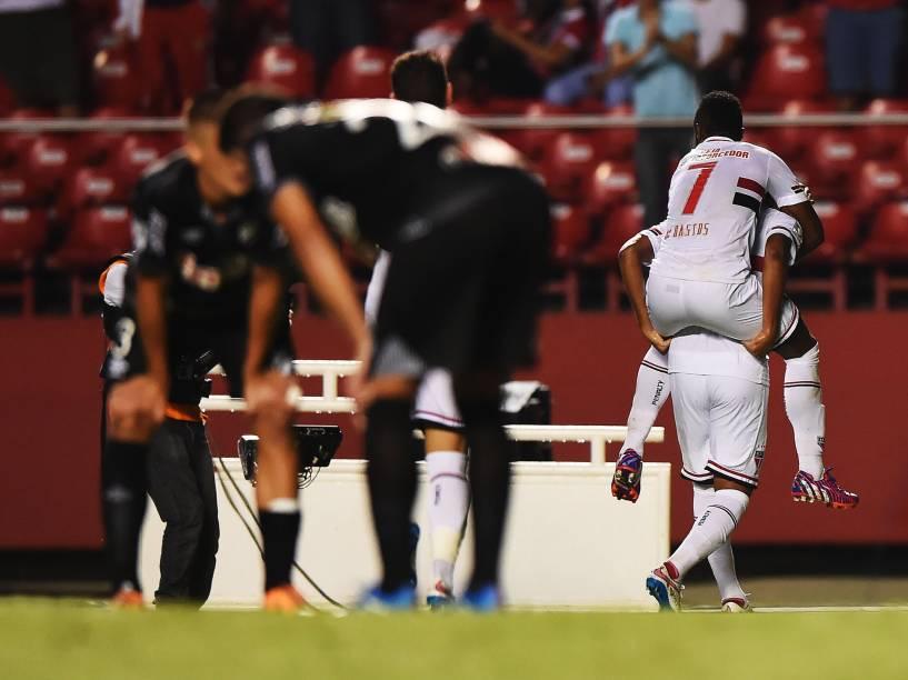 Jogadores do São Paulo comemoram o terceiro na vitória por 4 a 0 sobre o Danúbio, do Uruguai pela Libertadores - 25/02/2015