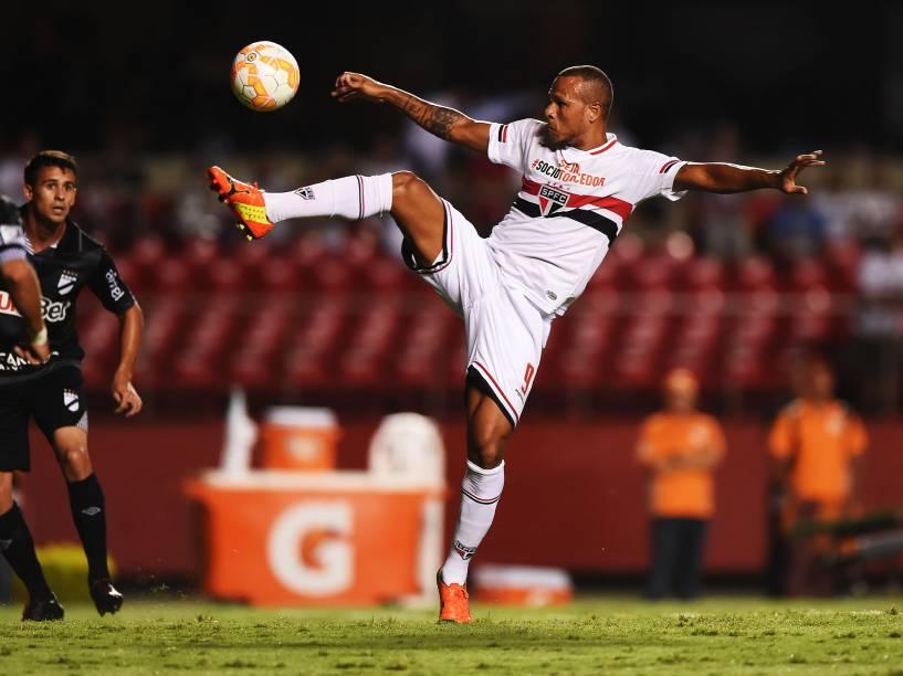 Luís Fabiano durante partida contra o Danúbio, do Uruguai pela Libertadores - 25/02/2015
