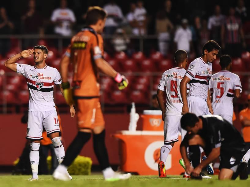 Alexandre Pato comemora gol do São Paulo na partida contra o Danúbio, do Uruguai pela Libertadores - 25/02/2015