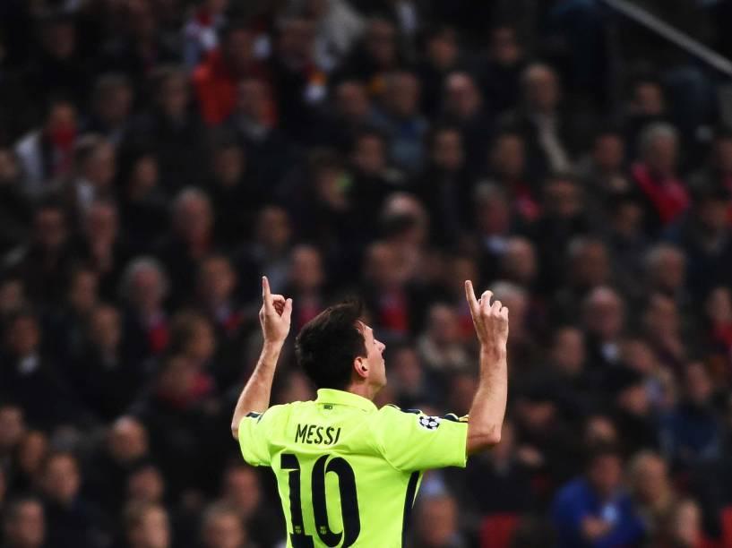 Lionel Messi comemora gol pelo Barcelona contra o time do Ajax durante disputa da Liga dos Campeões