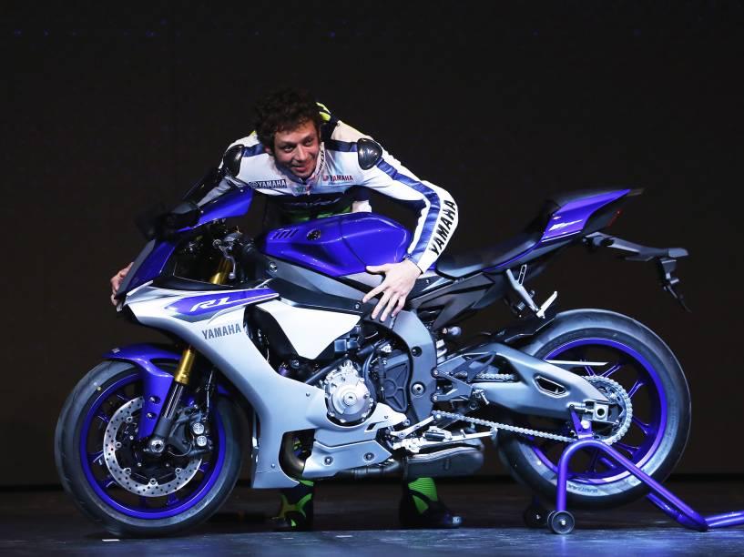 O piloto italiano Valentino Rossi no lançamento do modelo YZF-R1 da Yamaha
