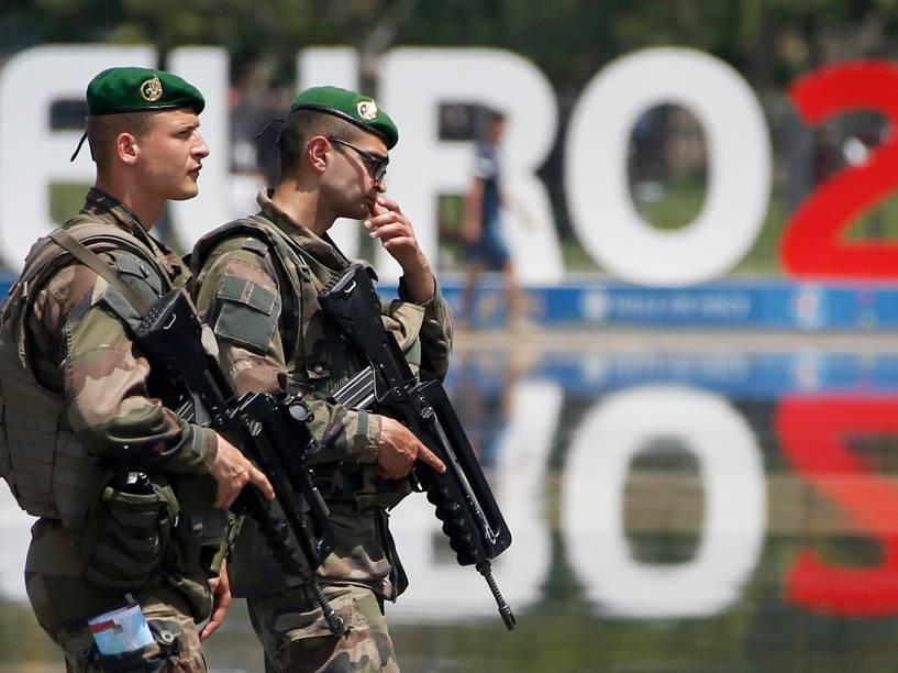 Soldados patrulham a cidade francesa de Nice antes da abertura da Eurocopa - 08/06/2016