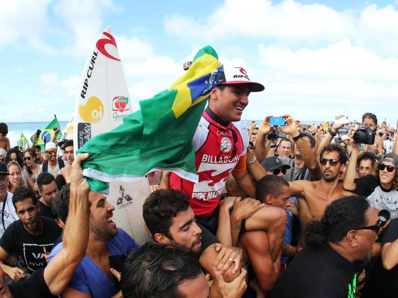 O surfista Gabriel Medina, 20, conquista o título mundial de surfe, durante o Billabong Pipe Masters, última etapa do Circuito Mundial na praia de Pipeline, em Honolulu, no Havaí - 19/12/2014